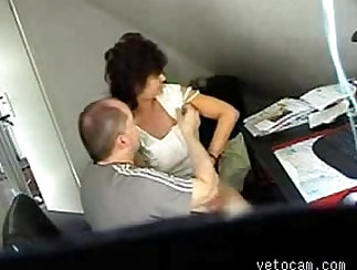 Amateur mature gets fucked in office