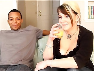 Beautiful white slut pawns her pussy for a hot deepthroat with big
