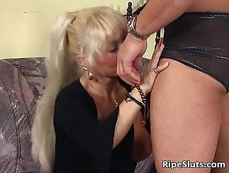 Anal copulating adventures of the mature blond girl